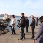 研究員篠澤による白石の鼻巨石群の説明